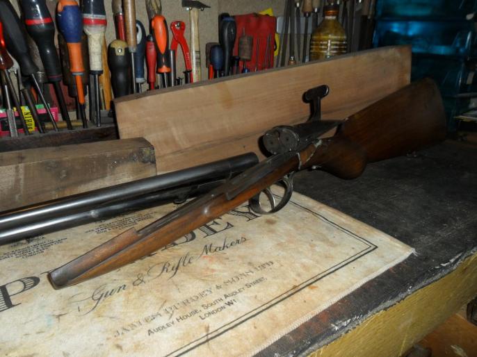 Un halifax mal réparé qui a les bois à remplacer.