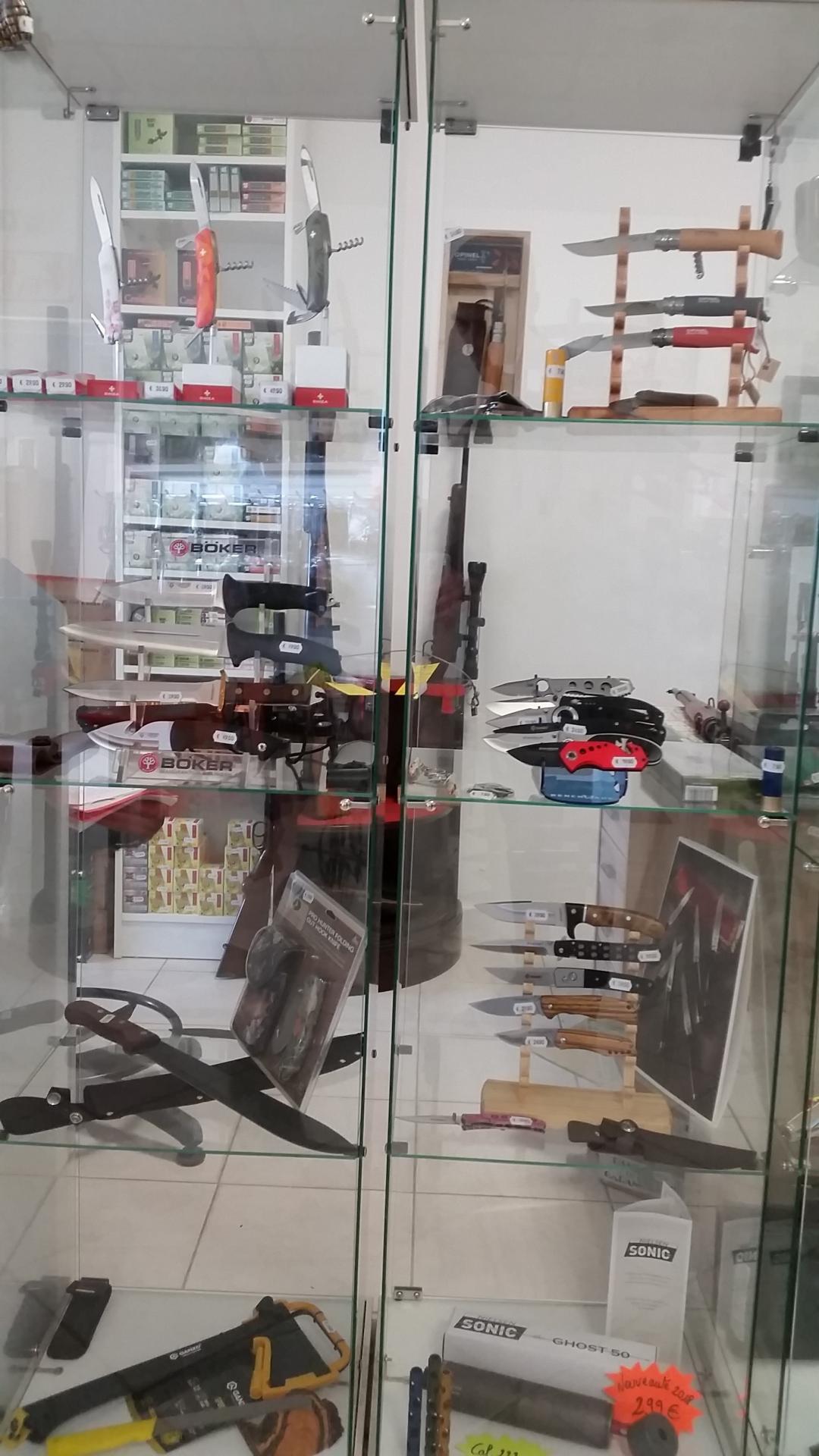 Coutellerie, sabre et baïonnette