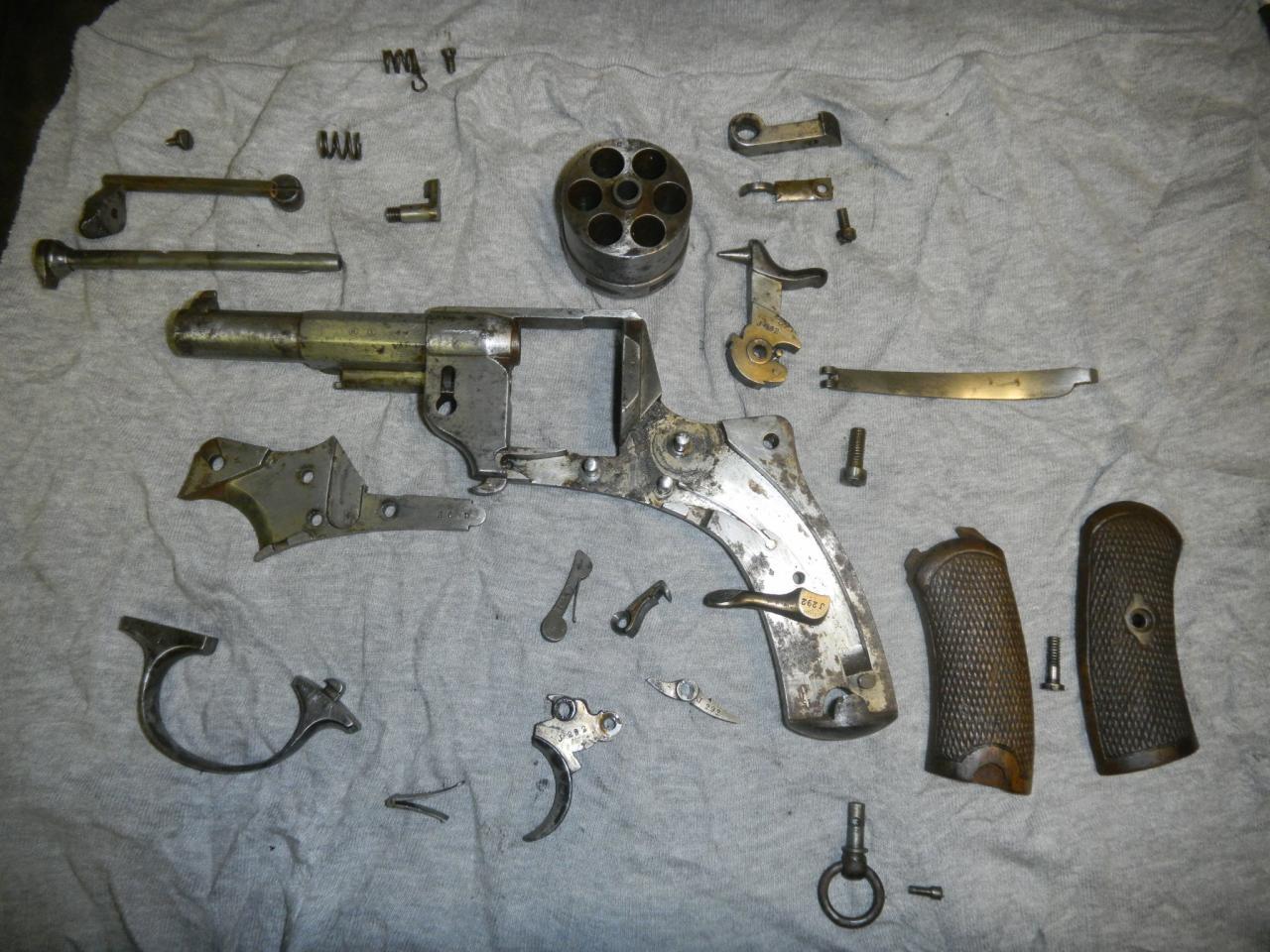 Démontage complet,nettoyage,polissage et jaunissage de l'arme